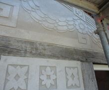 The exterior plaster decoration of 1906 in art nouveau style is restored