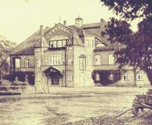 Manor house after modification in the German reform architecture style in 1906 Manor house 1910