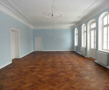 The parquet for the ballroom and the fireplace vestibule is completed.